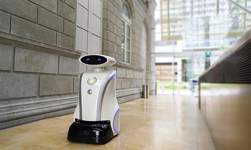 Robot dọn vệ sinh do công ty LionsBot phát triển. Ảnh: NXT Singapore.