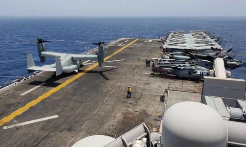 Trực thăng lai Osprey trên sàn đáp USS Boxer hôm 18/7. Ảnh: CNN.