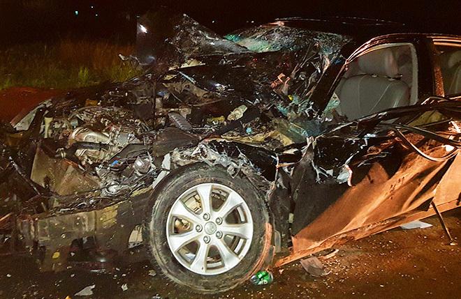 Chủ tịch huyện bị kẹt trong ôtô biến dạng sau tai nạn