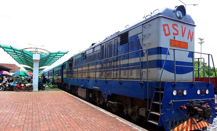 Tuyến đường sắt 120 km/h xây dựng dở dang gần 10 năm