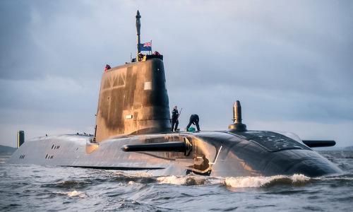 Tàu ngầm hạt nhân lớp Astute của Anh trước một chuyến tuần tra. Ảnh: Royal Navy.