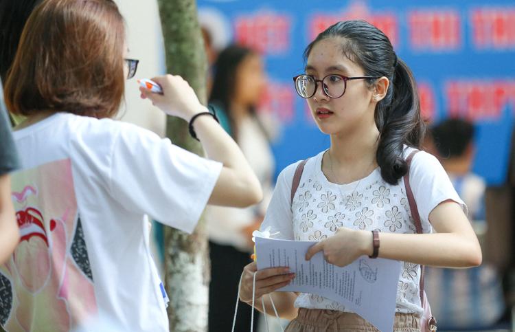 Các thí sinh tham dự Ngày hội tư vấn tuyển sinh Đại học, Cao đẳng do Báo Tuổi trẻ tổ chức ngày 21/7. Ảnh: Minh Dân