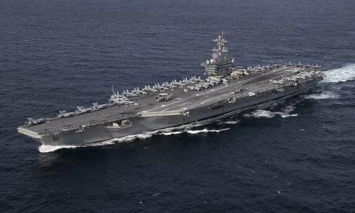 Tàu sân bay USS Abraham Lincoln và các chiến đấu cơ đi kèm hồi tháng 1. Ảnh: US Navy.