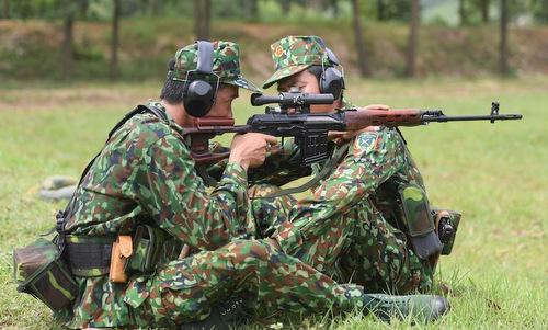 Bộ đội Việt Nam huấn luyện bắn tỉa trước khi tới Nga thi đấu. Ảnh: QĐND.