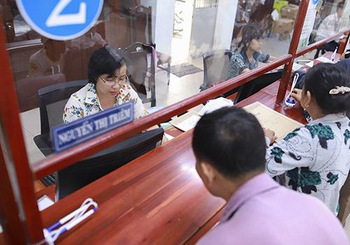 Công chức Đà Nẵng trong giờ làm việc. Ảnh: Nguyễn Đông