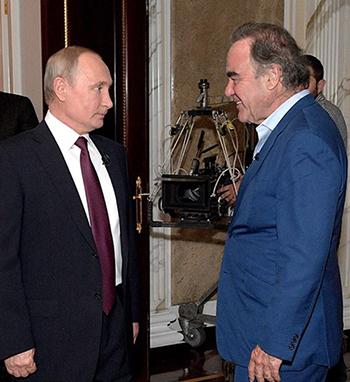 Tổng thống Putin gặp đạo diễnOliver Stone trong cuộc phỏng vấn tháng trước tại Điện Kremlin. Ảnh: TASS