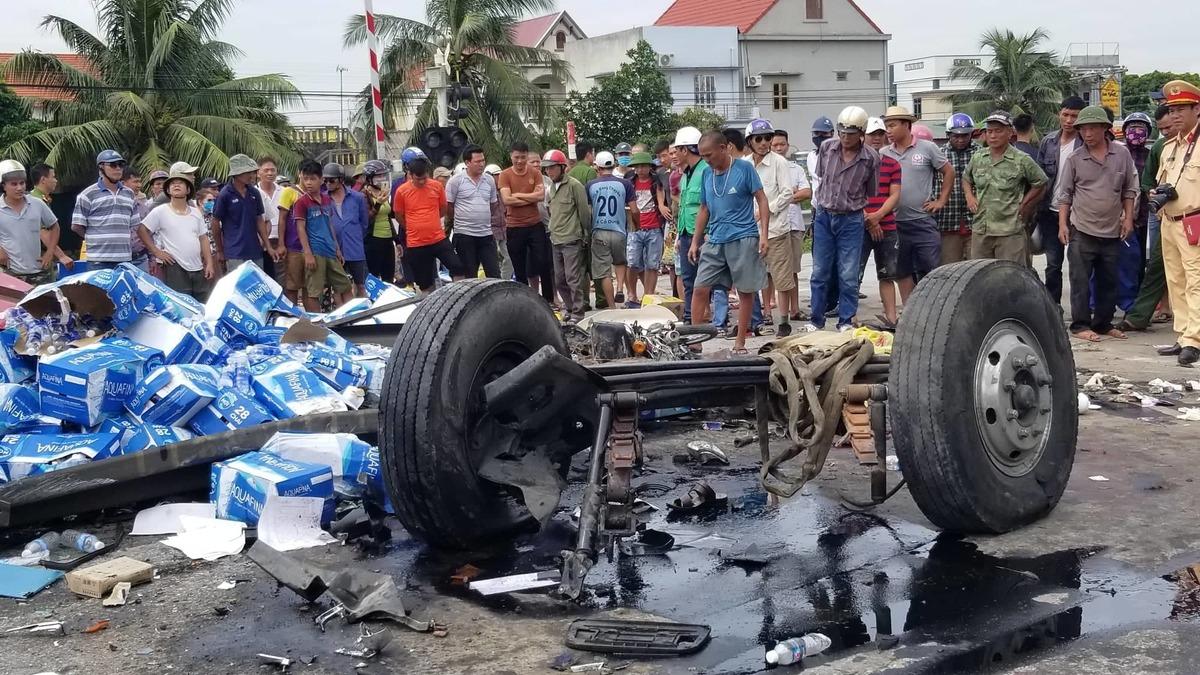 Hiện trường ba vụ tai nạn liên tiếp khiến 7 người chết