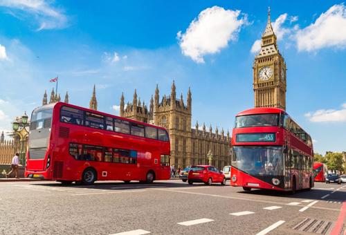 Xe buýt hai tầng màu đỏ là một trong những biểu tượng của nước Anh. Ảnh: Road Affair.