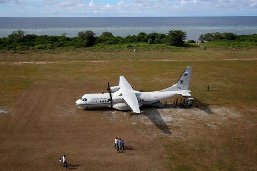 Máy bay của Không quân Philippines đậu trên đảo Thị Tứ tháng 4/2017. Ảnh: Reuters.