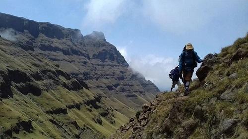 Những người leo núiThabana Ntlenyana - ngọn núi cao nhất Lesotho. Ảnh: Govertical Moutaineering and Trekking