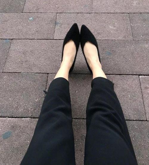 Mua online đôi giày màu đen rất vừa chân.