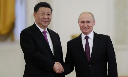 Tổng thống Nga Putin (phải) và Chủ tịch Trung Quốc Tập Cận Bình tại Moskva ngày 5/6. Ảnh:AFP.