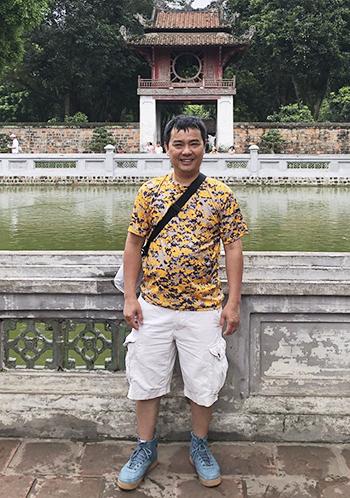 Anh Alan Lê về nước, thăm Văn Miếu - Quốc Tử Giám hồi tháng 6. Ảnh: NVCC