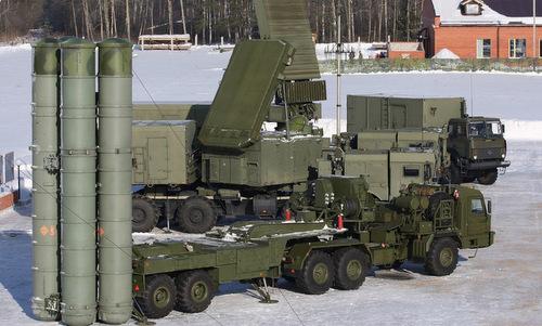 Các xe bệ phóng và radar thuộc tổ hợp S-400 Nga. Ảnh: TASS.