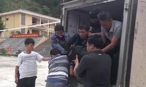 Kẻ buôn ma túy tháo chốt lựu đạn chống trả khi bị vây bắt