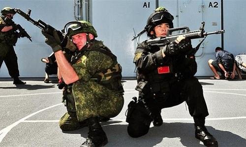 Binh sĩ Nga và Trung Quốc trong một đợt diễn tập hồi năm 2018. Ảnh: Xinhua.