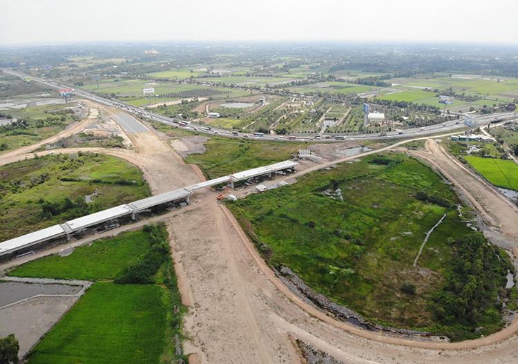 Cao tốc Trung Lương - Mỹ Thuận nhiều khả năng sẽ dừng thi công do thiếu vốn. Ảnh: Hoàng Nam