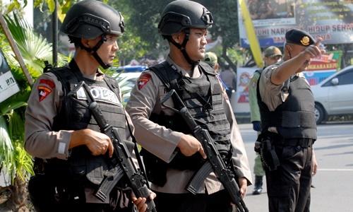 Thành viên lực lượng chống khủng bố của cảnh sát Indonesia. Ảnh: Reuters.