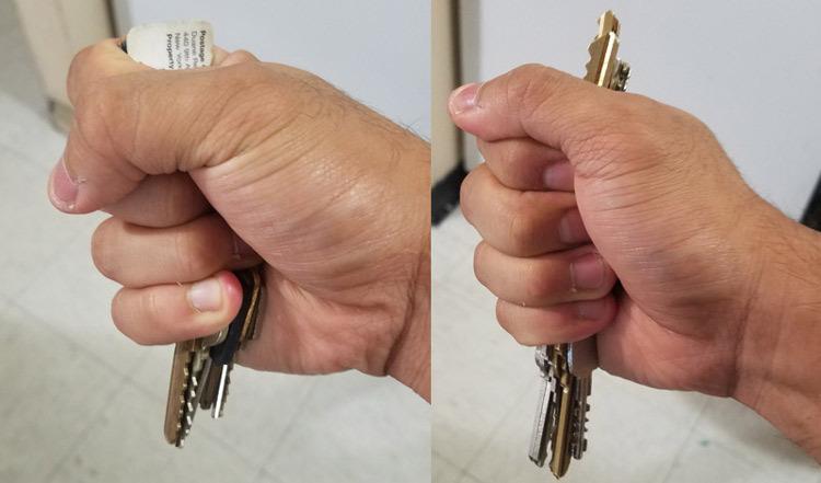 Cách nắm chìa khóa để vừa đấm, vừa chọc kẻ xấu. Ảnh: Chris Moran.