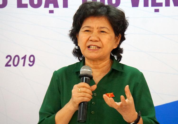 Bà Hoàng Thị Hoa phát biểu tại hội nghị. Ảnh: Mạnh Tùng.