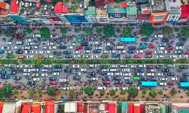 Một số tuyến đường vành đại của Hà Nội thường xuyên ùn tắc vào giờ cao điểm. Ảnh: Ngọc Thành.