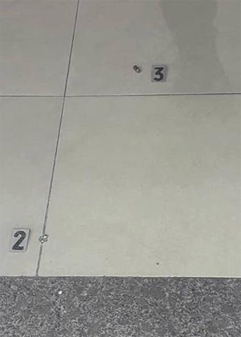 Vỏ đạn được thu sàn nhà. Ảnh: Hữu Đạt