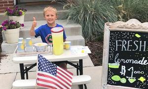Cậu bé 6 tuổi bán nước chanh leo giúp đỡ người mắc ung thư