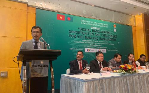 Ông Nguyễn Thành Lâm - Giám đốcĐại học Trực tuyến FUNIX tại TP HCM giới thiệu mô hình FUNiX - giải pháp cho bài toán đào tạo số lượng lớn nhân lực ngành CNTT hiện nay.