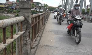 Cầu Đuống xuống cấp, mặt đường trơ lõi sắt