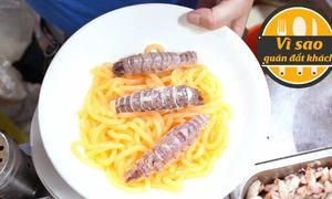 Quán bánh canh tôm tích thu 12 triệu mỗi đêm ở Sài Gòn