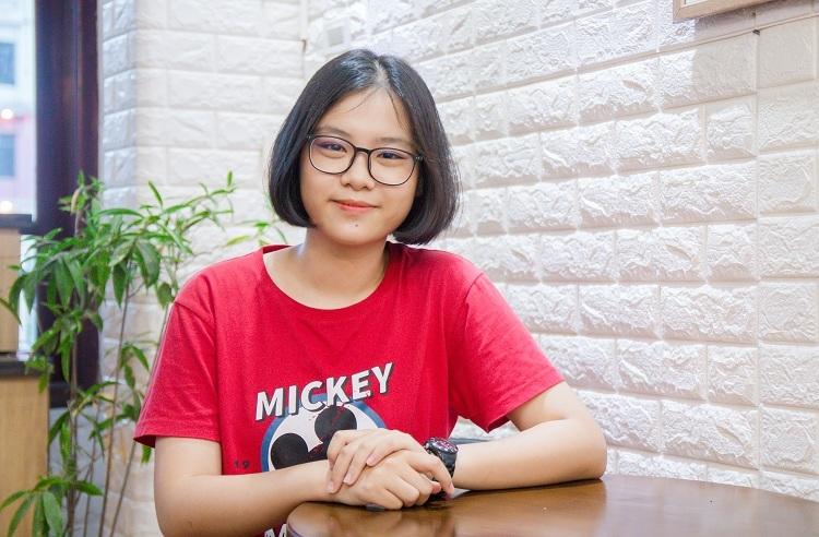 Hà Vũ Huyền Linh, học sinh lớp 11 trường THPT chuyên Khoa học Tự nhiên. Ảnh: Thanh Hằng