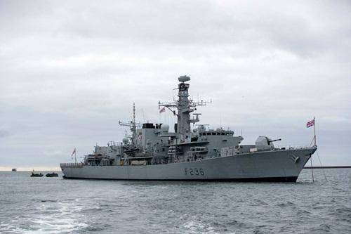Tàu hộ vệ HMS Montrose của Anh. Ảnh: AFP.