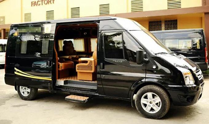 Xe ôtô9 chỗ chuyên phục vụ khách du lịch. Ảnh: Bảo Khánh