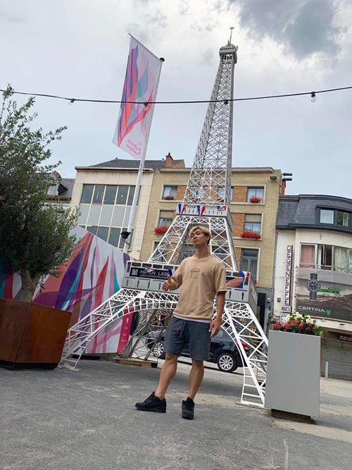 Công Phượng đăng tải bức hình chụp trên đường phố Bỉ.
