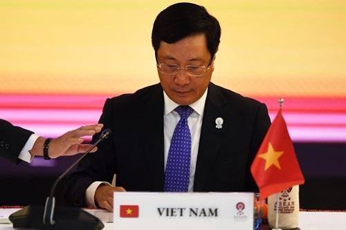 Phó thủ tướng, Bộ trưởng Ngoại giao Phạm Bình Minh chủ trì Hội nghị Bộ trưởng Ngoại giao ASEAN – Nhật Bản tại Bangkok hôm nay. Ảnh: AFP.