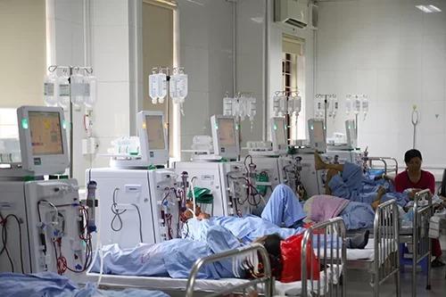 Hệ thống máy chạy thận ở Bệnh viện đa khoa Hòa Bình. Ảnh: Phạm Dự.