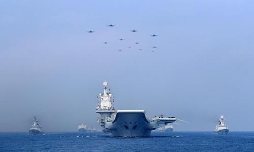 Tàu chiến và máy bay quân sự Trung Quốc trên Biển Đông ngày 12/4/2018. Ảnh: Reuters