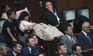 Thượng viện Nhật Bản chào đón hai nghị sĩ khuyết tật