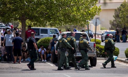 Cảnh sát được triển khai tới hiện trường xả súng hôm 3/8. ảnh: AFP.