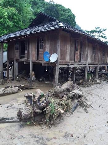 Nhiều bản làng ở các huyện biên giới Thanh Hoá tan hoang sau lũ. Ảnh: Lam Sơn.