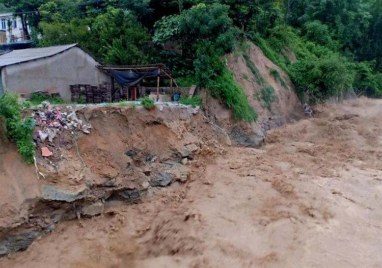 Nước lũ đổ về các con suối ở Mường Lát (Thanh Hoá) trong sáng 3/8. Ảnh: Mường Lát.