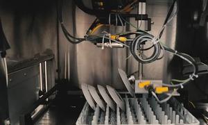Máy rửa dĩa tự động tích hợp AI tại Mỹ