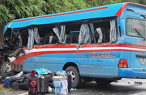 Vụ tai nạn khiến 3 người trên xe khách tử vong. Ảnh: Huy Hoàng.