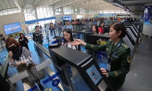 Hệ thống nhập cảnh tại sân bay Trung Quốc. Ảnh: XIn Hua.