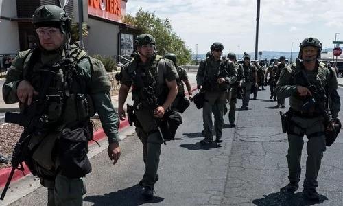 Cảnh sát đặc nhiệm triển khai ở hiện trường vụ xả súng chiều 3/8. Ảnh: AFP.