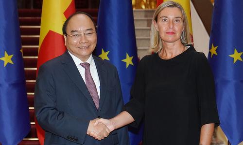 Thủ tướng Nguyễn Xuân Phúc trong cuộc tiếp bà Mogherini chiều 5/8. Ảnh: Báo Chính phủ.