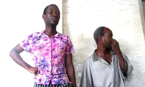 Steven Monjeza (phải) và Tiwonge Chimbalanga (trái), hai người bị bắt sau đám cưới đồng tính ở Malawinăm 2010. Ảnh: IPS.