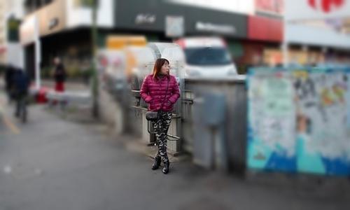 Một gái bán dâm Trung Quốc trên đường phố Italy. Ảnh: AJ.
