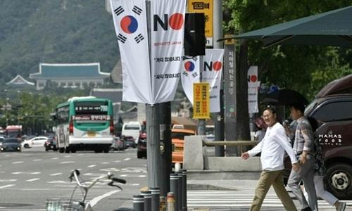 Một biểu ngữ chống Nhật được trưng tại quậnJung-gu, Seoul, Hàn Quốc. Ảnh:AFP.