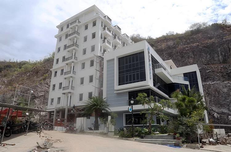 Một căn nhà xây sai quy hoạch, vượt tầng trong dự án do ông Hùng thực hiện tại Nha Trang. Ảnh: Xuân Ngọc.